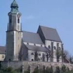 Abb. der Pfarrkirche St. Nikolaus in Emmersdorf an der Donau, der Turm im Vordergrund. Das aktuelle Logo des Nikolausboten.